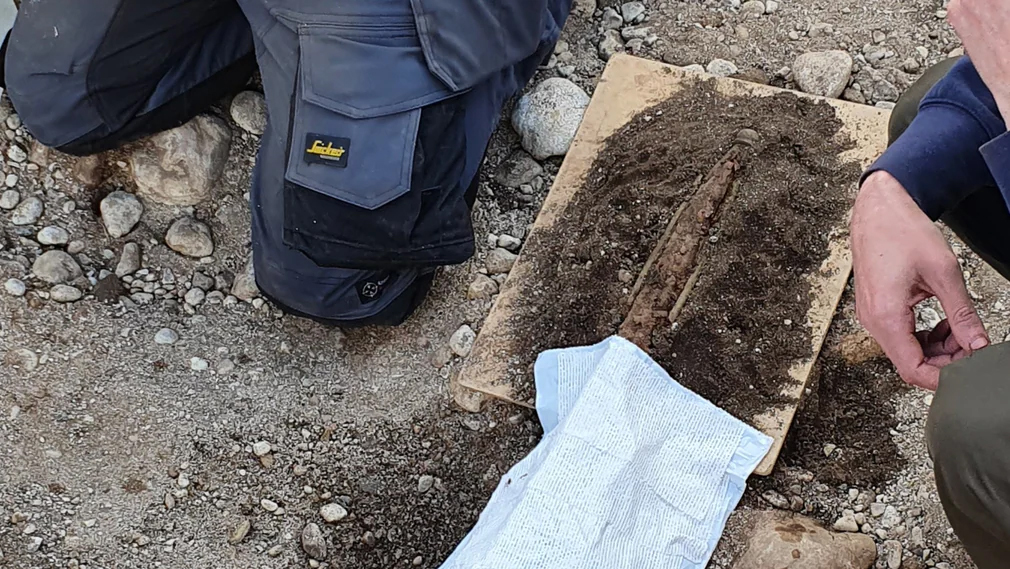 Studenter grävde fram krigargrav från järnåldern
