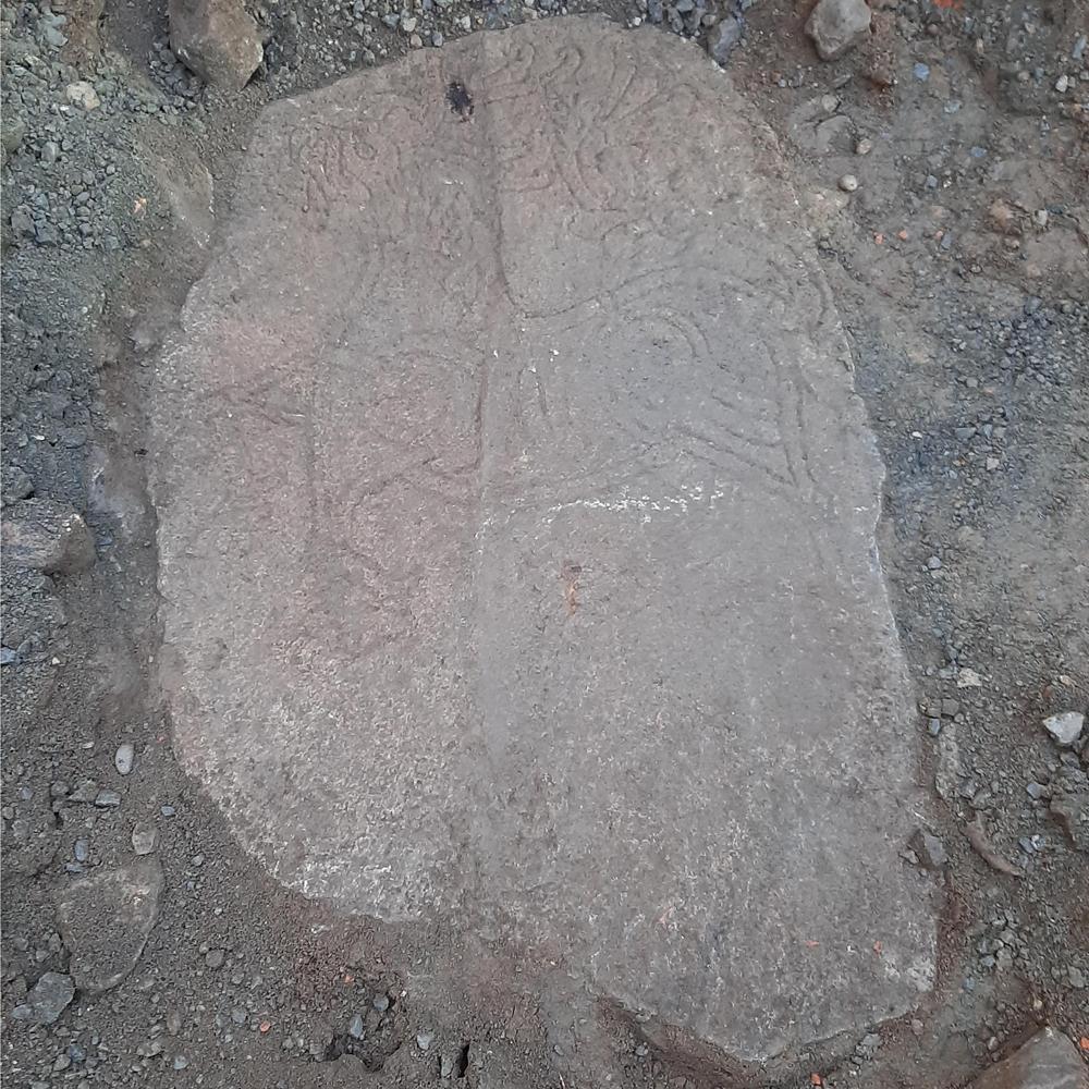 Den funna stenen. Foto: Axel Krogh Hansen/Arkeologerna