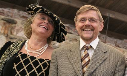 Max Engman tillsammans med Anna-Lena Bergström från Sörmlands museum. Foto Anki Lûtz/Sörmlands museum